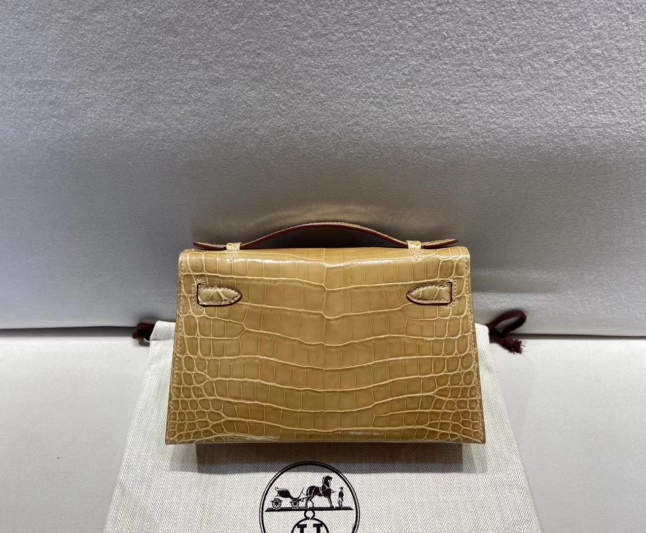 Hermès(爱马仕)miniKelly 22cm 一代  鳄鱼亮面 香草色 金扣