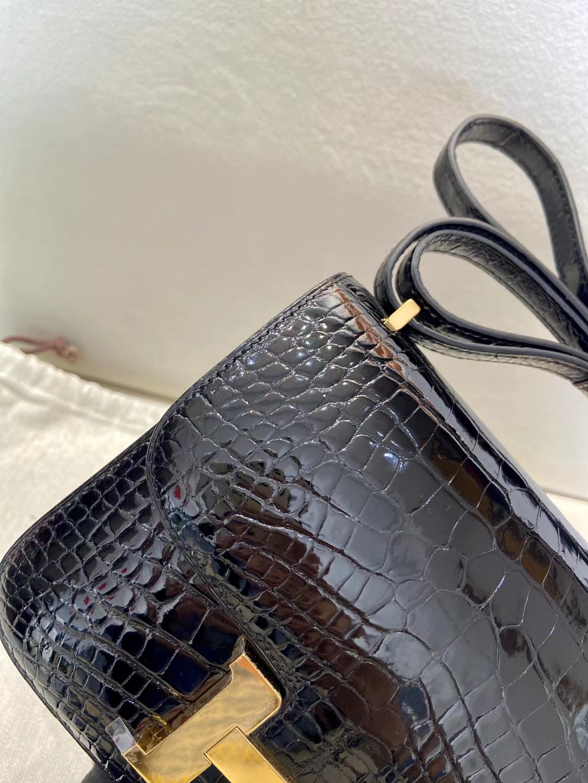 Hermès(爱马仕)Constance 19cm 金扣 亮面美洲鳄鱼 黑色 顶级纯手工 现货
