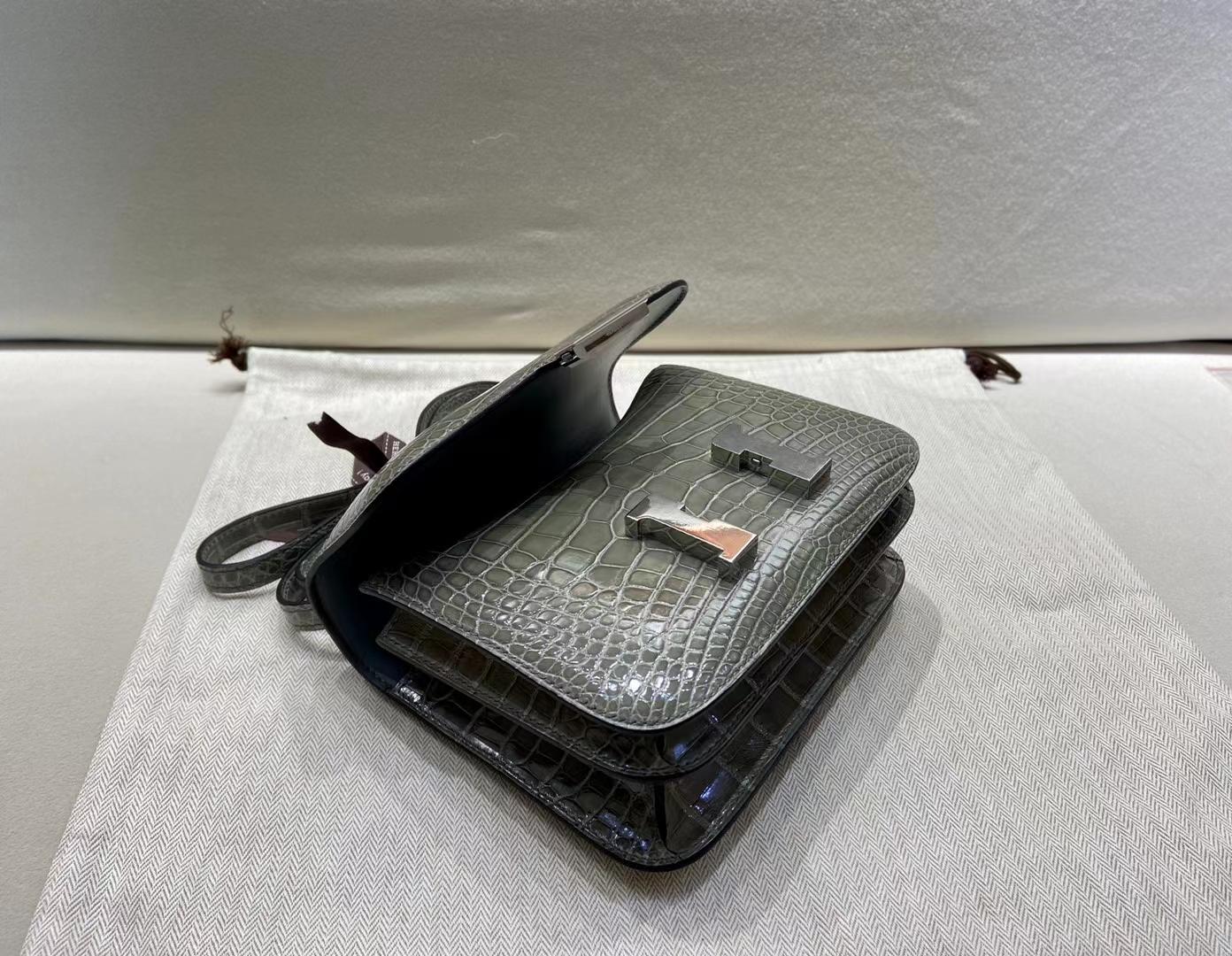 Hermès(爱马仕)Constance 19cm 银扣 亮面美洲鳄 斑鸠灰 顶级纯手工
