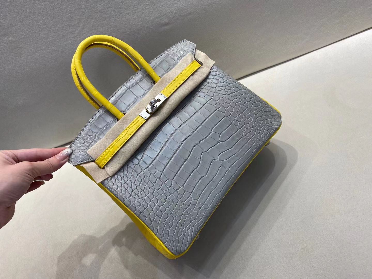 Hermès(爱马仕)birkin 铂金包 雾面鳄鱼 80 珍珠灰+M9金盏花黄 美洲方块皮 顶级品质 银扣 25cm