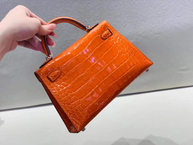 Hermès(爱马仕)mini Kelly 迷你凯莉 鳄鱼亮面 93橙色 美洲方块 二代 银扣
