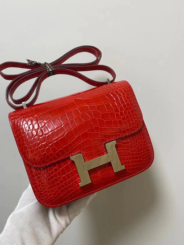 Hermès(爱马仕)Constance 康康 亮面鳄鱼皮 法拉利红 19cm 银扣