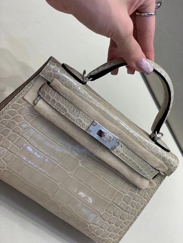 Hermès(爱马仕)miniKelly 迷你凯莉 亮面鳄鱼 奶白色 美洲方块 二代 银扣 顶级品质 现货