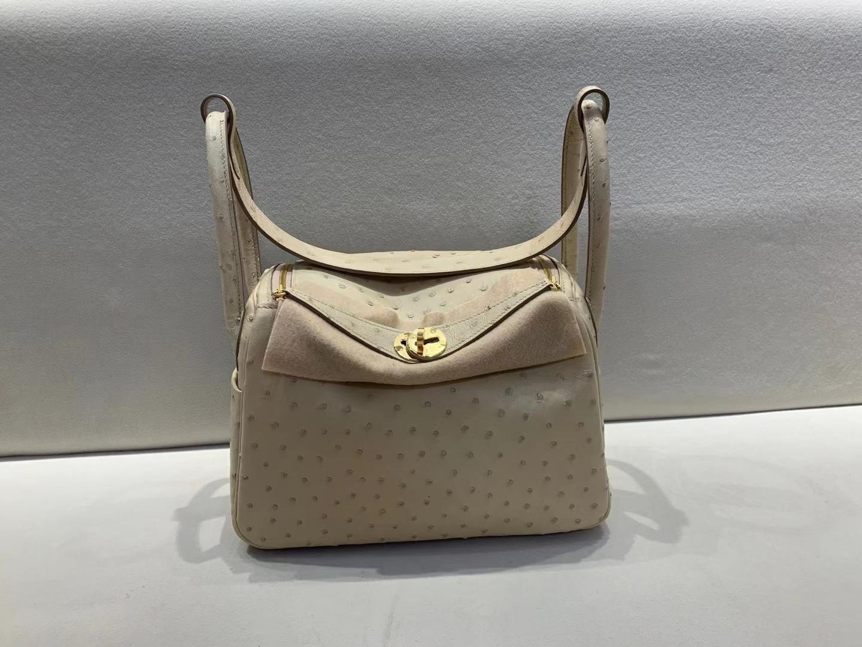 Hermès(爱马仕)Lindy 琳迪包 原厂鸵鸟 3C 羊毛白 金扣 26cm 顶级品质