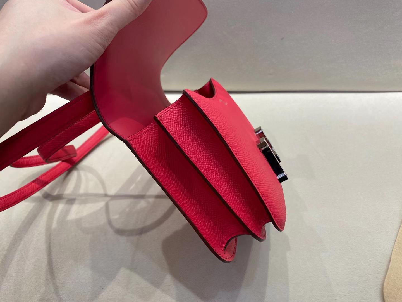 Hermès(爱马仕)Constance 空姐包 重磅新品 蜥蜴+鳄鱼扣 epsom 极致粉 i6 18cm