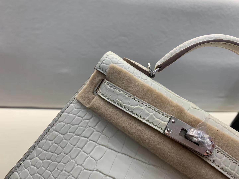 Hermès(爱马仕)Mini Kelly 迷你凯莉 雾面美洲鳄鱼 8L 奶油白 银扣 二代 顶级纯手工 现货