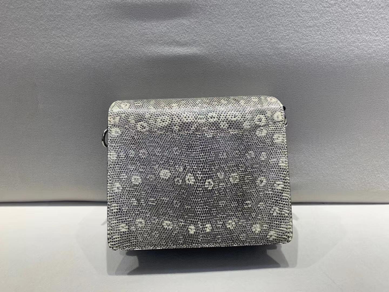 Hermès(爱马仕)猪鼻子 Roulis 珍珠灰 雾面鳄鱼拼蜥蜴 银扣 19cm 顶级纯手工