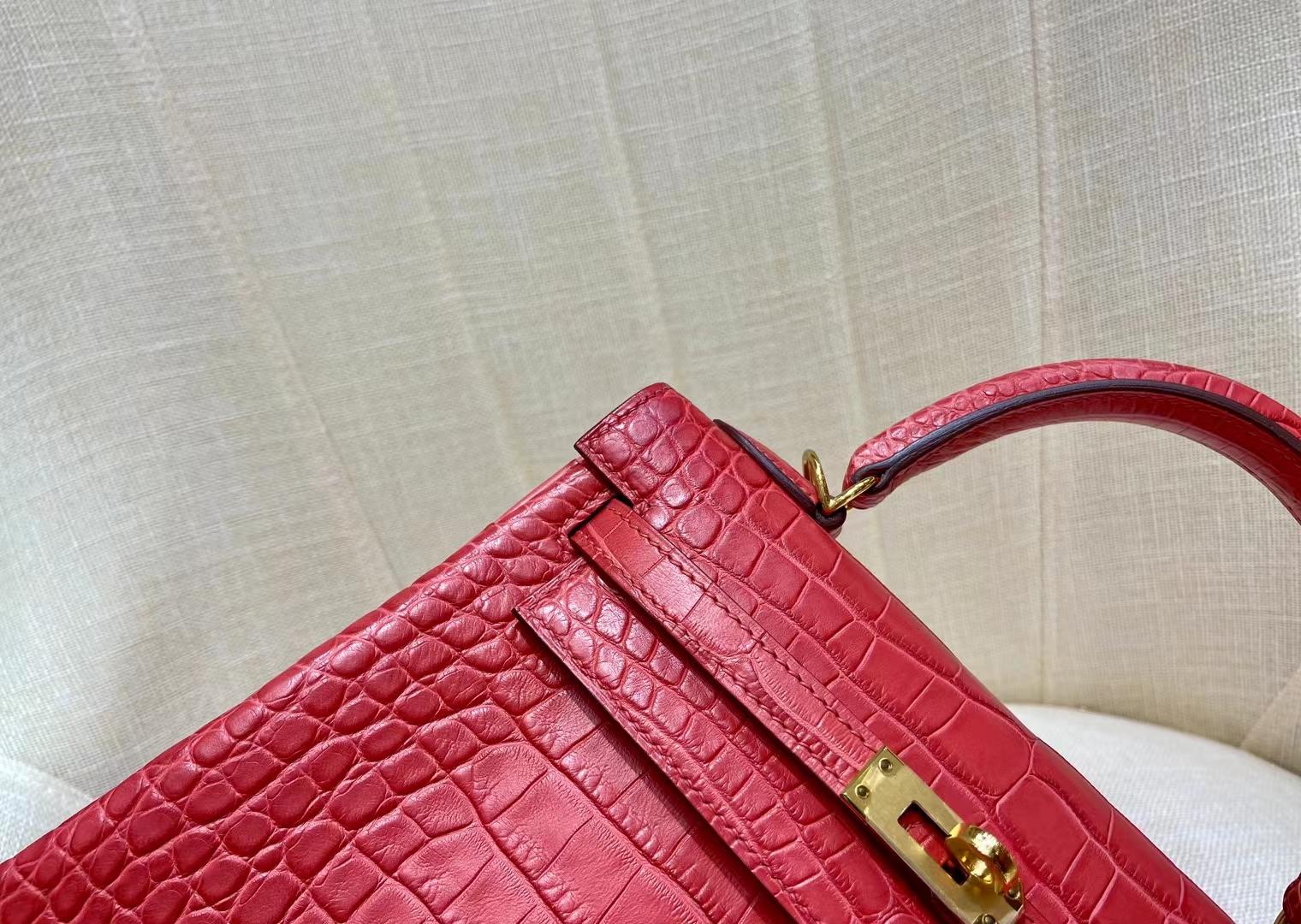 Hermès(爱马仕)Kelly 凯莉包 雾面美洲鳄 A5 杜鹃红 25cm 金扣 顶级纯手工 现货